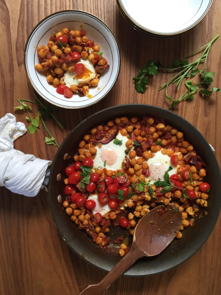 BAKED BREAKFAST EGGS AND BEANS // laurenariza.com