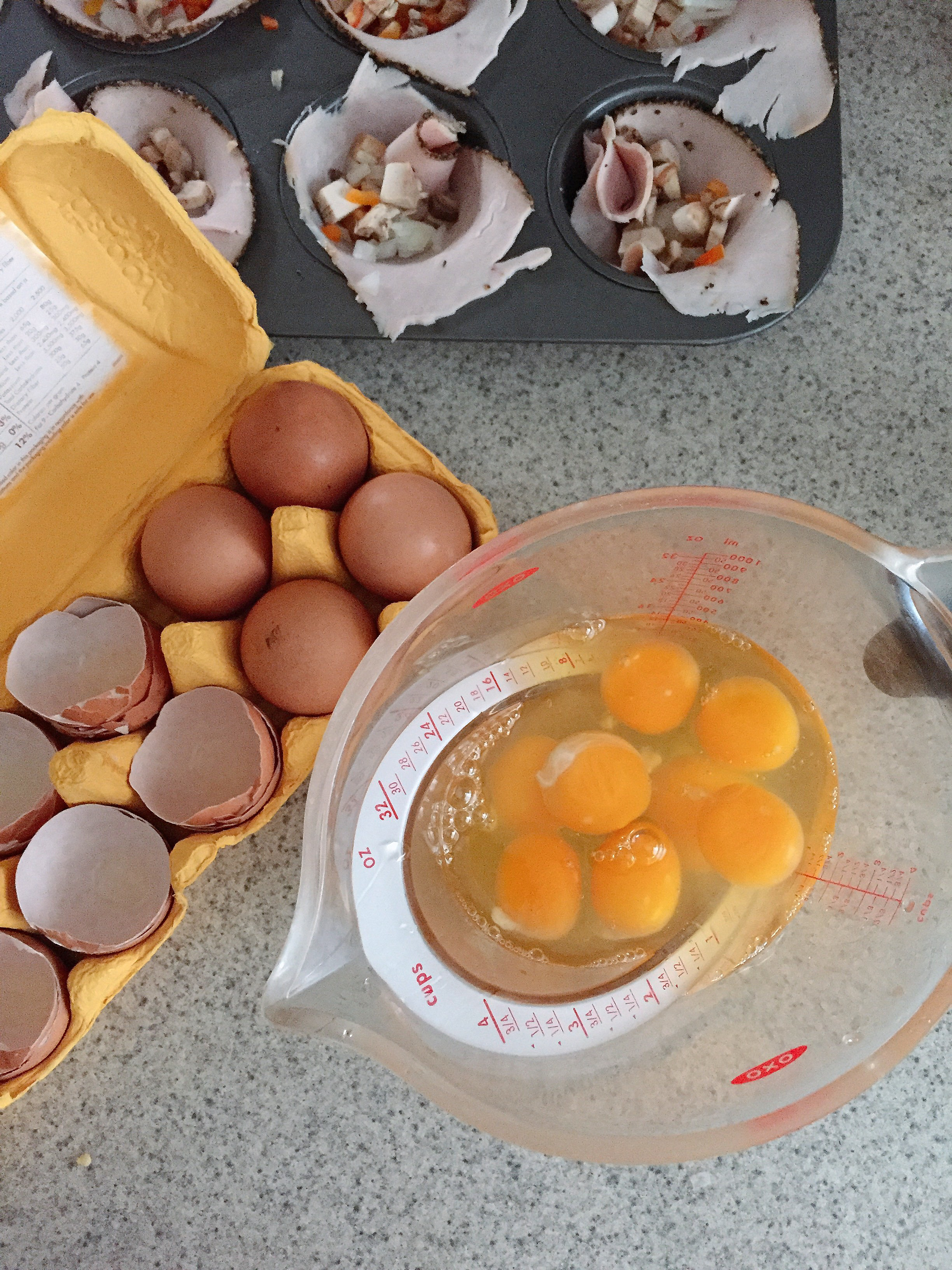 EASY, YUMMY BREAKFAST CUPS (high protein, low carb, dairy free) laurenariza.com // Recipe Schmecipe